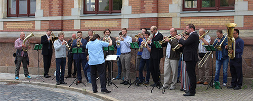 Kirchenmusik, Kirchenmusiker spielen Blechinstrumente